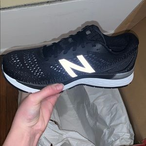 New balance women's size 8.5 (black) or (gray/col)